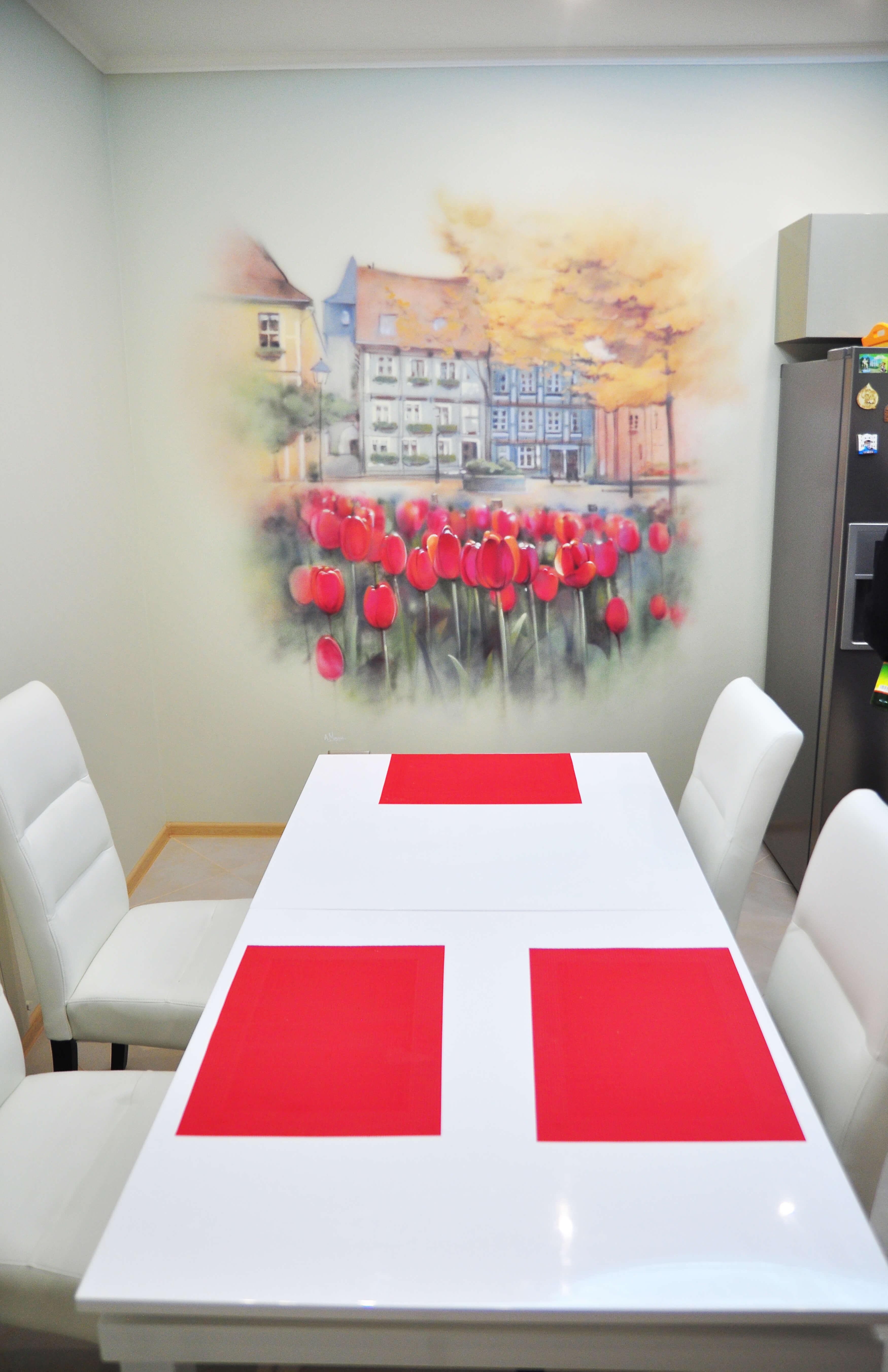 оформлениекухни, тюльпаны, цветы, цветынастене, оформлениеинтерьера, дизайнинтерьера, авторкийдизайнинтерьера, росписьстен, художественнаяросписьстен, граффитистен, интерьер